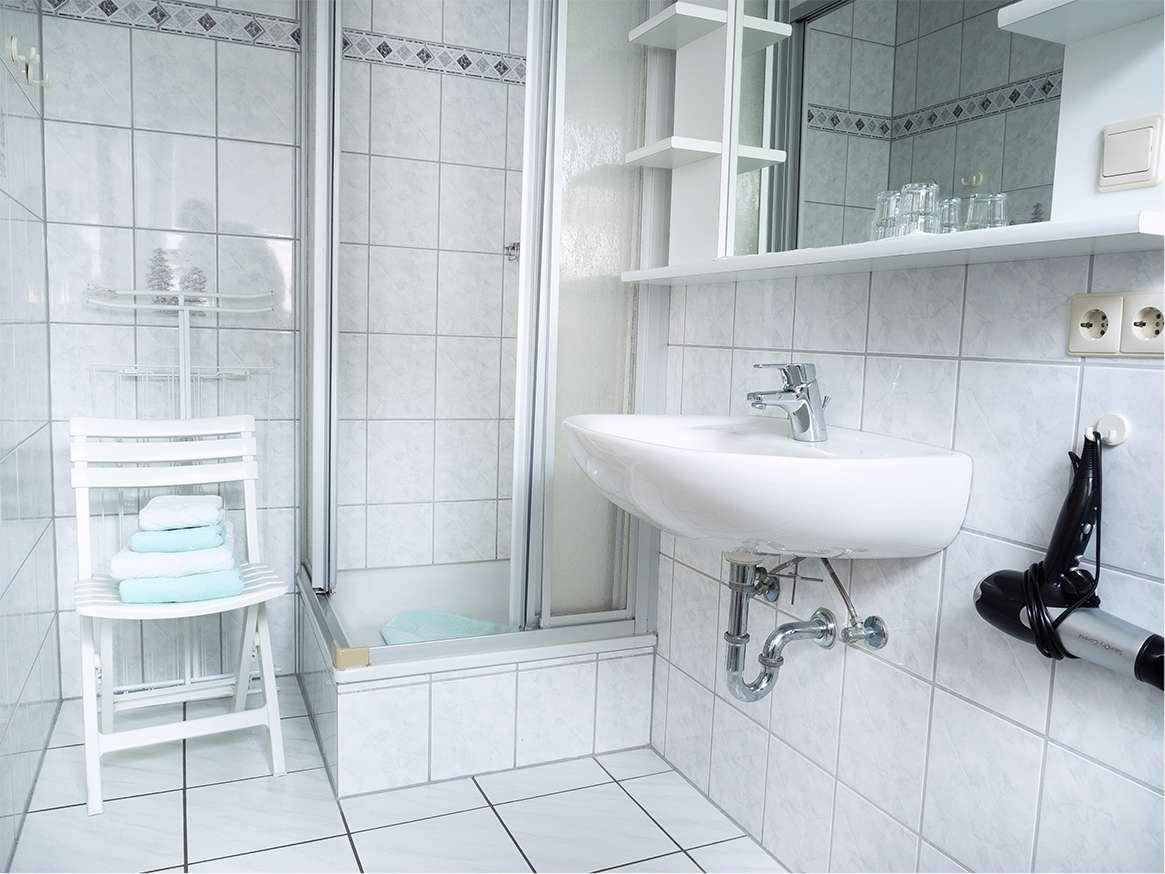 Ebenfalls ein Ort zum Wohlfühlen. Das helle Bad der Wohnung.
