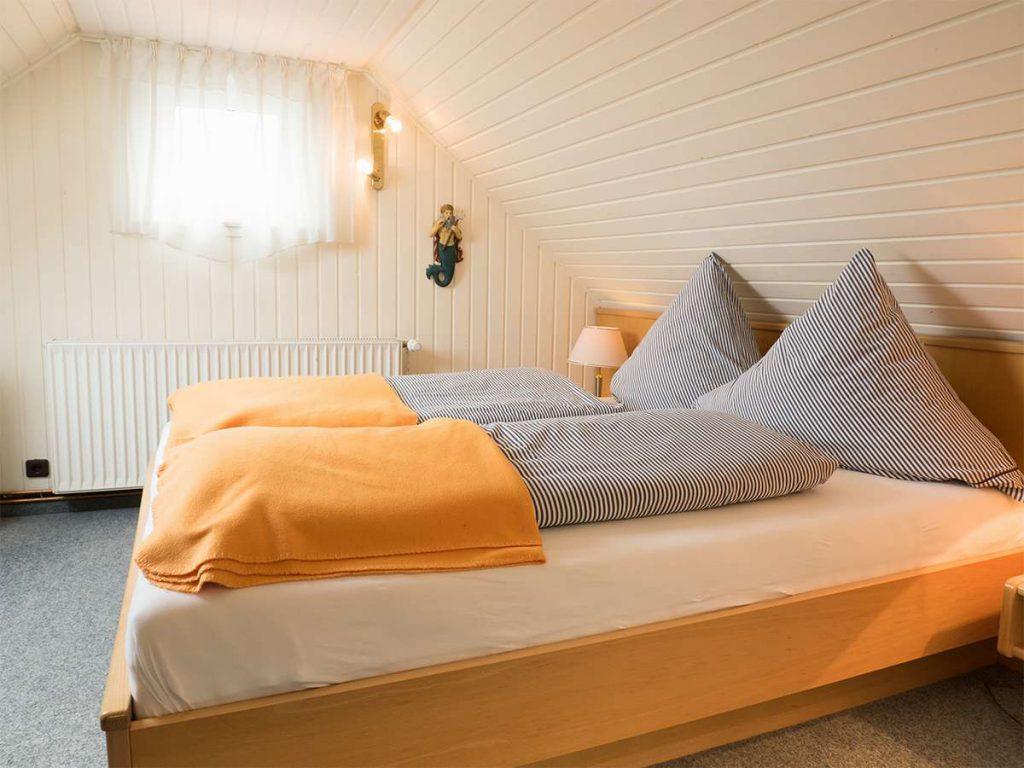 Bequeme Doppelbetten in der Ferienwohnung Nr. 5 auf Norderney