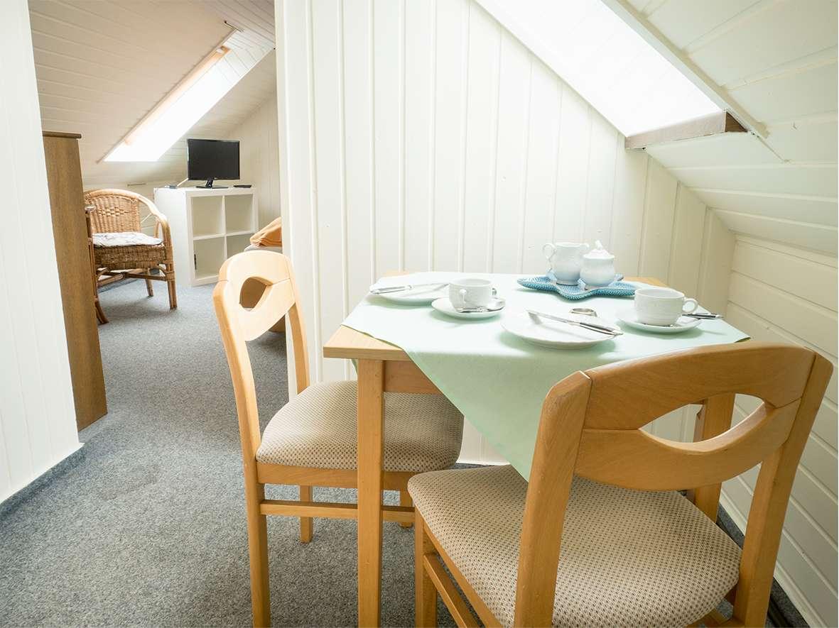 Gemütlich Frühstücken am Esstisch der Ferienwohnung Nr.5 auf Norderney