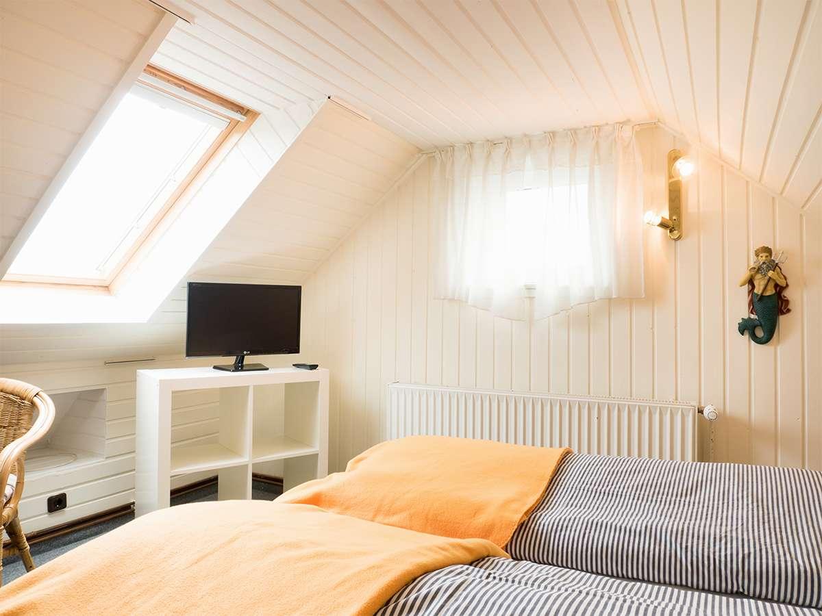EIn Blick in das Schlafzimmer der Ferienwohnung Nr. 5 auf Norderney