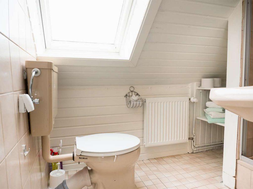 Bad mit WC in der Ferienwohnung Nr. 5 auf Norderney