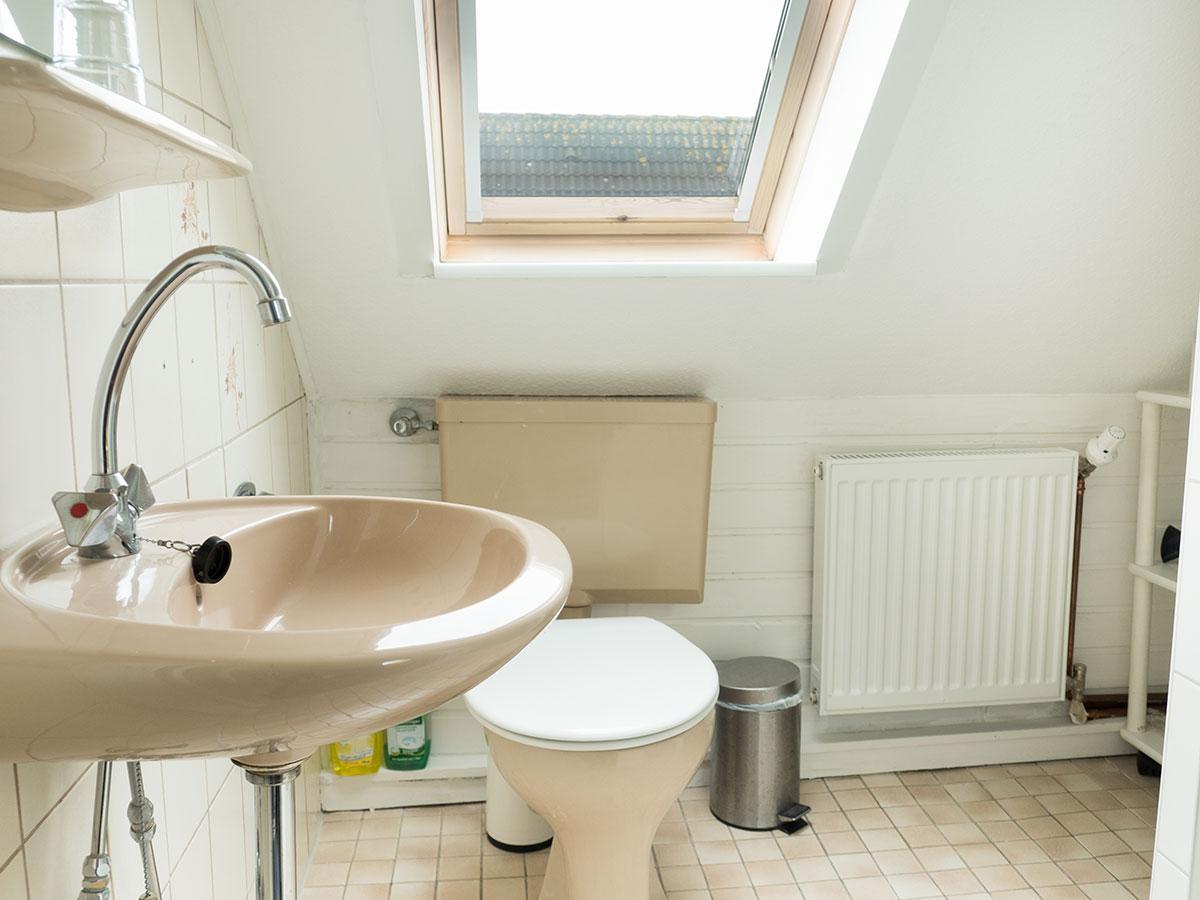 Das helle Badezimmer in der Ferienwohnung Nr. 6 auf Norderney