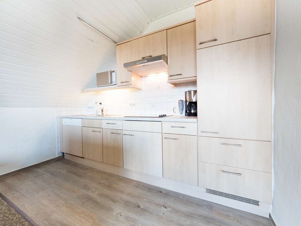 Lädt zum kochen ein. Die Küche in der Ferienwohnung 4 im Haus Meereswoge auf Norderney.